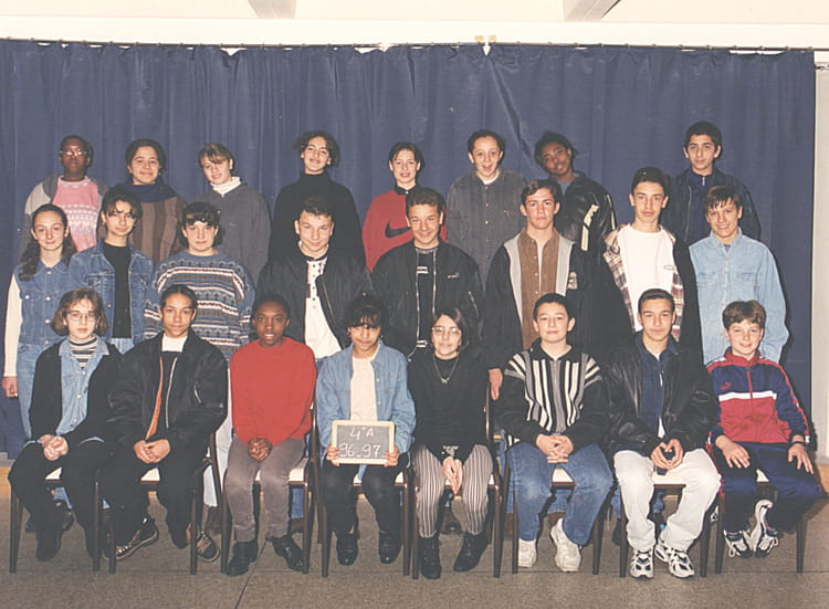 photo de classe 4 me de 1996 coll ge pont de vivaux copains d 39 avant. Black Bedroom Furniture Sets. Home Design Ideas