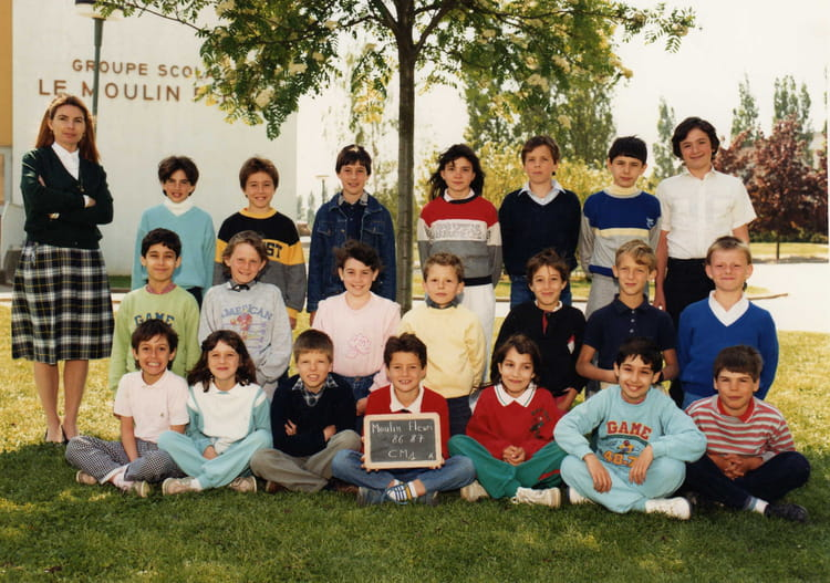 photo de classe cm1 de 1986 ecole le moulin fleuri brie comte robert copains d 39 avant. Black Bedroom Furniture Sets. Home Design Ideas
