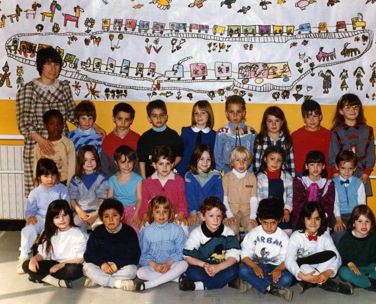 Photo de classe Grande section de 1985, Ecole Jean Mace (Sainte Genevieve Des Bois) Copains d  # Auto Ecole Sainte Genevieve Des Bois