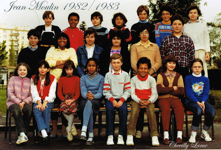 photo de classe jean moulin de 1982 coll ge jean moulin copains d 39 avant. Black Bedroom Furniture Sets. Home Design Ideas