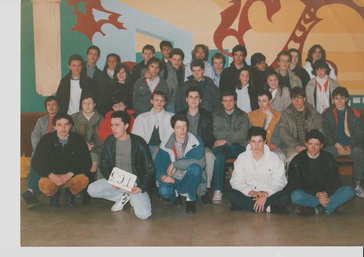 photo de classe terminale c3 de 1987 lyc e louis thuillier copains d 39 avant. Black Bedroom Furniture Sets. Home Design Ideas