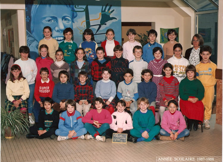 photo de classe cours moyen 2 eme annees de 1987 ecole primaire chatillon sur loire copains. Black Bedroom Furniture Sets. Home Design Ideas