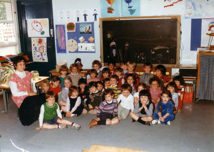 photo de classe classe bleue de 1982 ecole edouard herriot copains d 39 avant. Black Bedroom Furniture Sets. Home Design Ideas