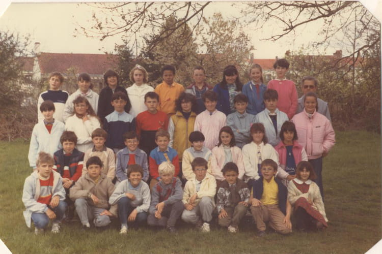 photo de classe cm2 de 1985 ecole sainte therese les jaulnieres la roche sur yon copains. Black Bedroom Furniture Sets. Home Design Ideas