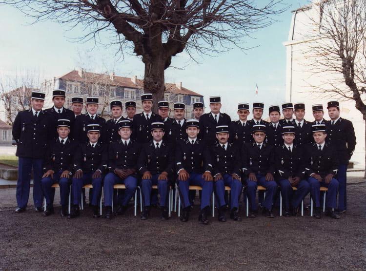 photo de classe ecole gendarmerie de chaumont fin de stage de 1969 ecole gendarmerie chaumont. Black Bedroom Furniture Sets. Home Design Ideas