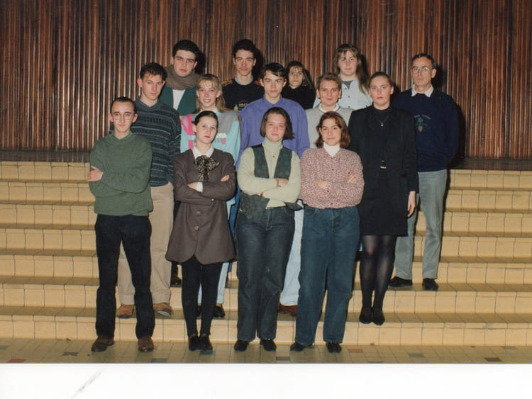 photo de classe 6e travaux de bureau de 1992 sant henri copains d 39 avant. Black Bedroom Furniture Sets. Home Design Ideas