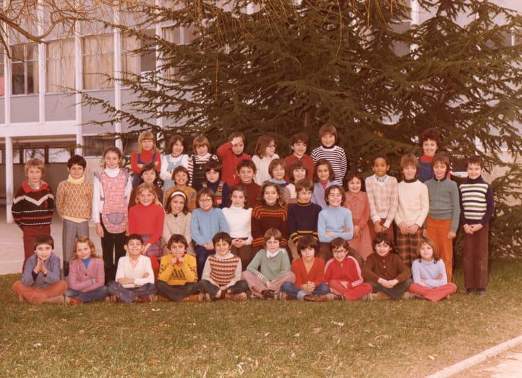 photo de classe ce2 de 1977 ecole louis pasteur brie comte robert copains d 39 avant. Black Bedroom Furniture Sets. Home Design Ideas