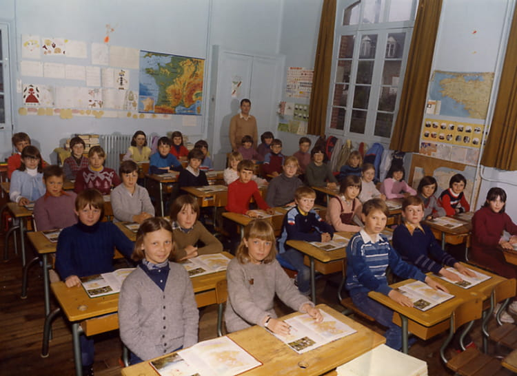 photo de classe cm2 de 1981 ecole claude debussy dinard copains d 39 avant. Black Bedroom Furniture Sets. Home Design Ideas
