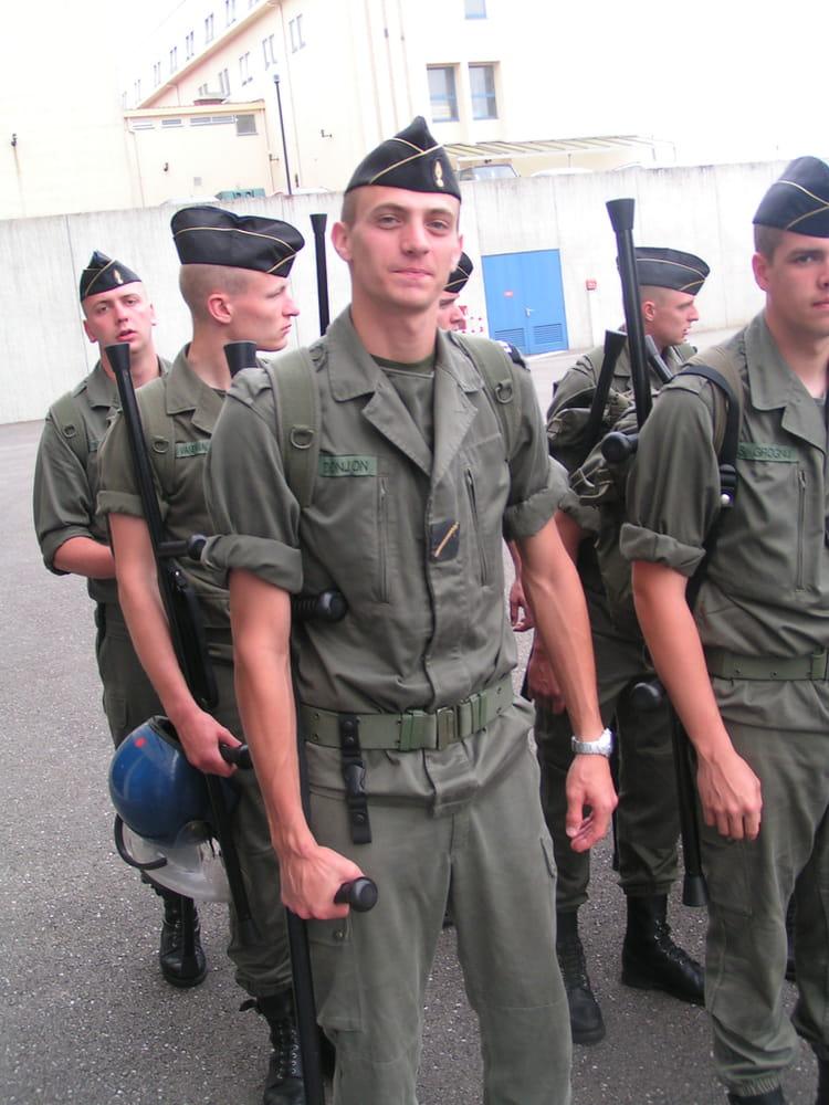 photo de classe ecole de gendarmerie de 2003 ecole gendarmerie chaumont esog copains d 39 avant. Black Bedroom Furniture Sets. Home Design Ideas