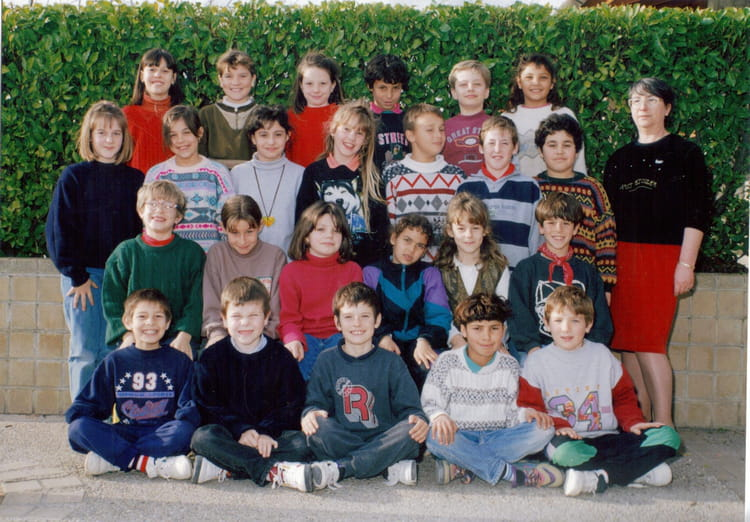 photo de classe ce2 de 1993 ecole pierre goujon copains d 39 avant. Black Bedroom Furniture Sets. Home Design Ideas