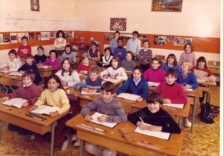 photo de classe cm2 jean moulin de 1984 ecole jean moulin gisors copains d 39 avant. Black Bedroom Furniture Sets. Home Design Ideas