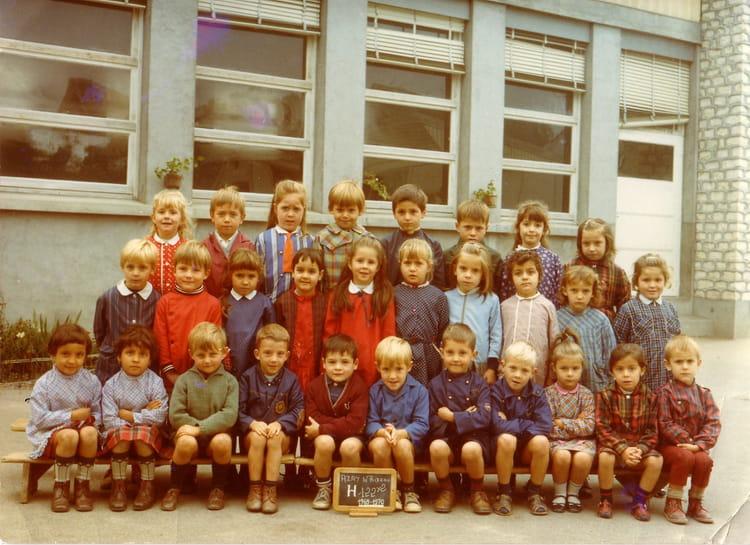 photo de classe troisieme ann e de maternelle de 1970 ecole maternelle azay le rideau copains. Black Bedroom Furniture Sets. Home Design Ideas