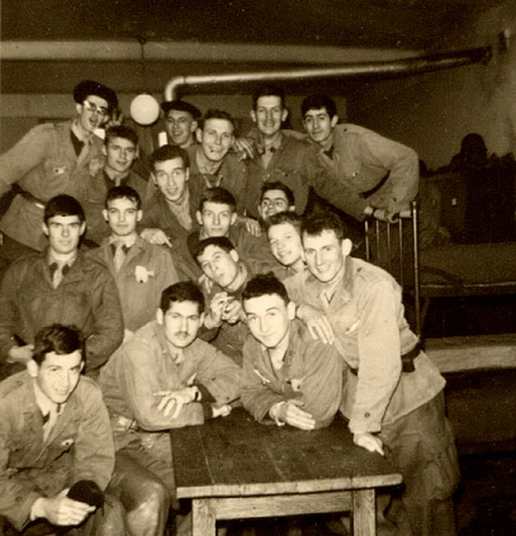 Photo de classe dans la chambre de 1966 18eme regiment d for Chambre d instruction