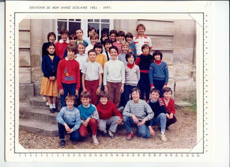 photo de classe cm2 de 1983 ecole primaire bruyeres et montberault copains d 39 avant. Black Bedroom Furniture Sets. Home Design Ideas
