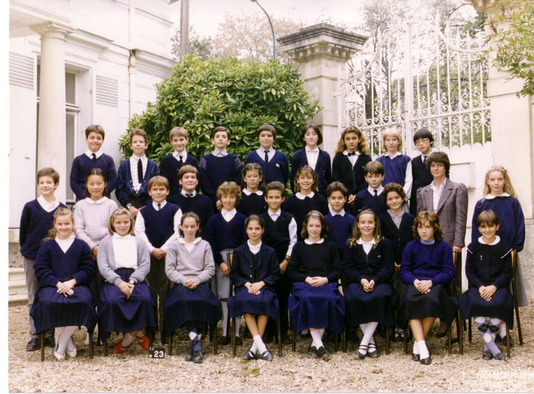 photo de classe 6 me b de 1987 coll ge l 39 ermitage. Black Bedroom Furniture Sets. Home Design Ideas