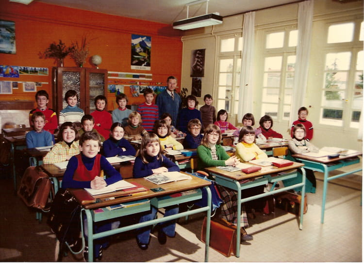 photo de classe cm1 de 1976 ecole leonce gluard la roche sur yon copains d 39 avant. Black Bedroom Furniture Sets. Home Design Ideas