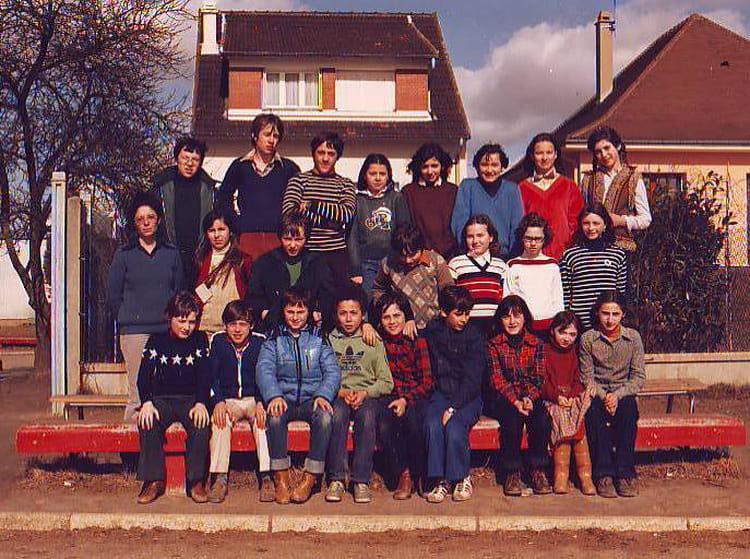 photo de classe classe de 6 me de 1979 coll ge jean vilar copains d 39 avant. Black Bedroom Furniture Sets. Home Design Ideas