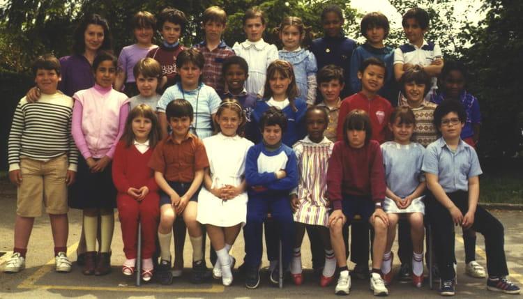 Photo de classe 1982 1983 ce2 ecole le fenez le m e for Horaire piscine le mee sur seine
