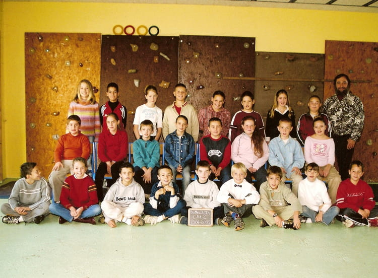 Photo de classe cm2 de 2004 ecole jacques prevert for Garage bailleau le pin