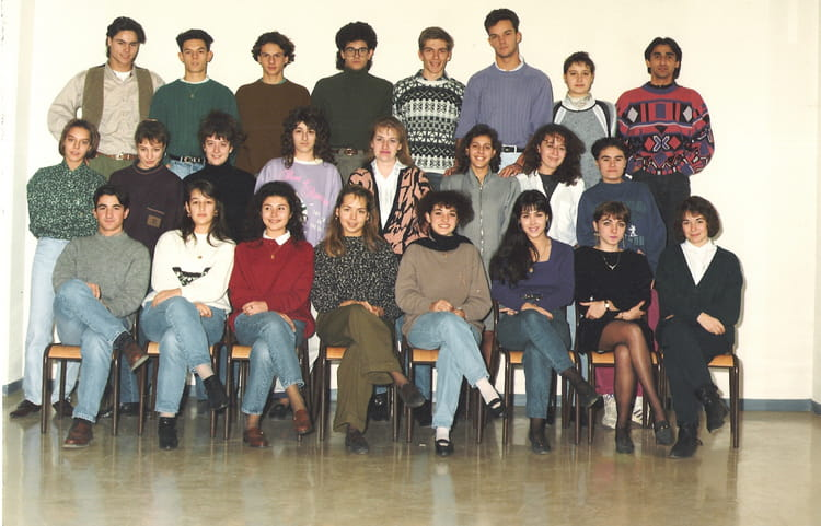 photo de classe terminale b de 1990 lyc e jean paul sartre copains d 39 avant. Black Bedroom Furniture Sets. Home Design Ideas