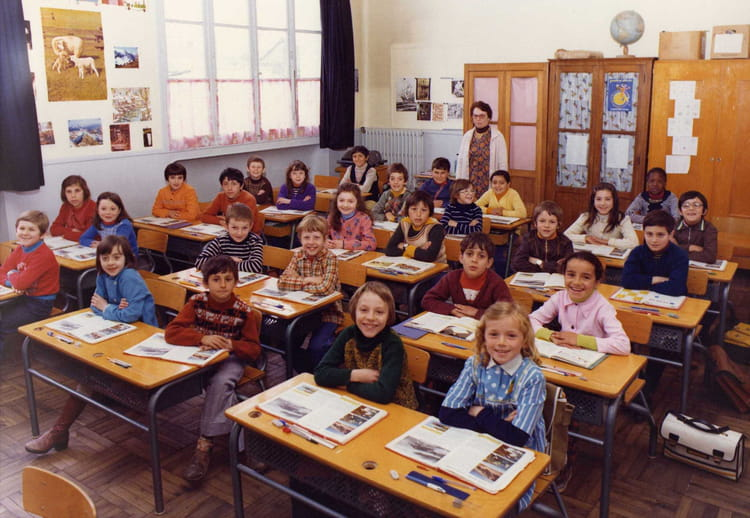 Photo de classe cm1 de 1977 ecole vesines chalette sur for Piscine chalette sur loing