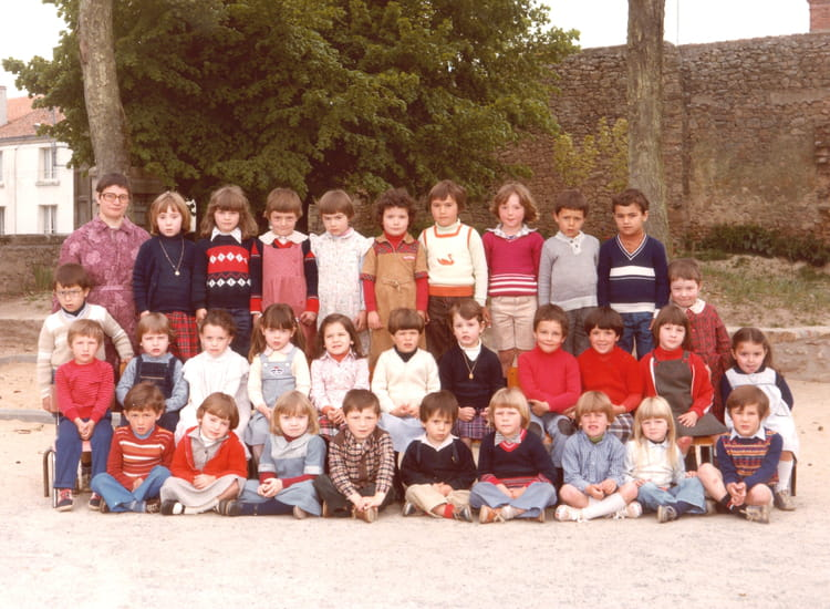 photo de classe maternelle de 1980 ecole saint pierre mortagne sur sevre copains d 39 avant. Black Bedroom Furniture Sets. Home Design Ideas