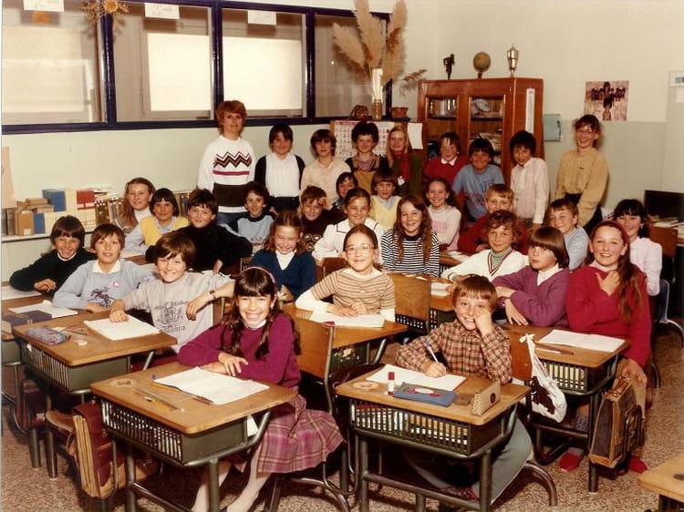 photo de classe cm2 1981 1982 de 1981 ecole jules pinsard creches sur saone copains d 39 avant. Black Bedroom Furniture Sets. Home Design Ideas