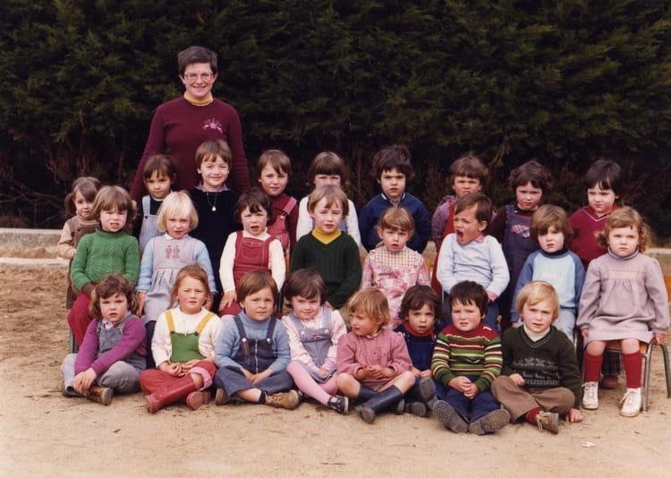 Photo De Classe 1iere Annee De Maternelle De 1980 Ecole Sainte Anne
