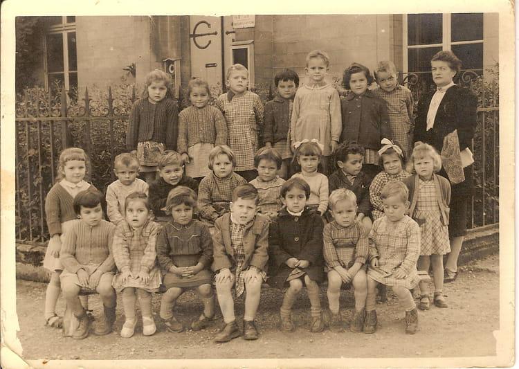 Photo de classe maternelle de 1957 ecole notre dame for Eurville bienville