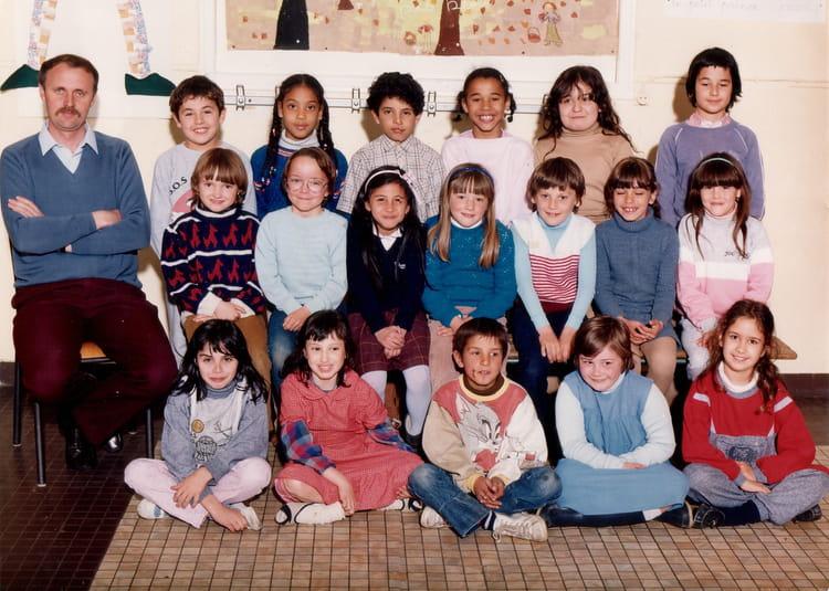 photo de classe ce1a de 1985 ecole nanteuil copains d 39 avant. Black Bedroom Furniture Sets. Home Design Ideas