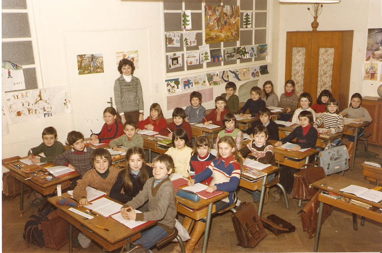 photo de classe cm1 de 1980 ecole flaugergues rodez copains d 39 avant. Black Bedroom Furniture Sets. Home Design Ideas