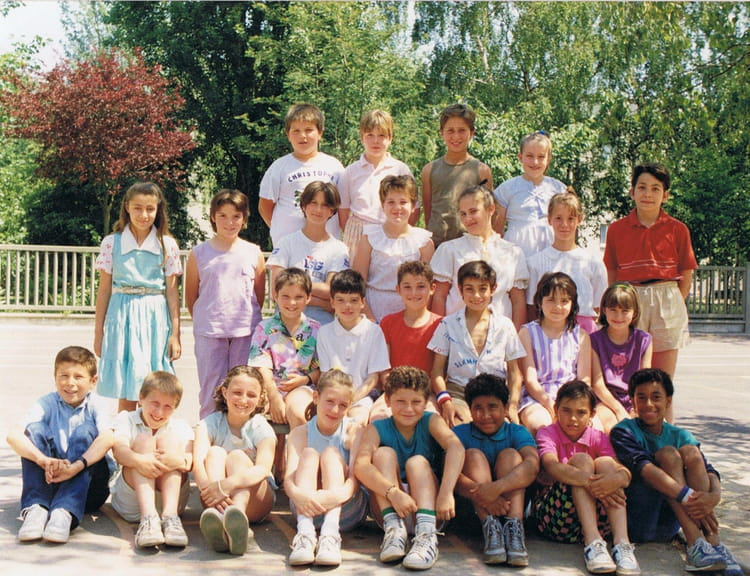 photo de classe cm1 de 1988 ecole jean mace sainte genevieve des bois copains d 39 avant. Black Bedroom Furniture Sets. Home Design Ideas