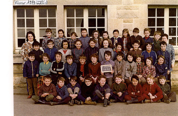 photo de classe ecole primaire de 1973 ecole robert lossois saint jouan des guerets copains. Black Bedroom Furniture Sets. Home Design Ideas