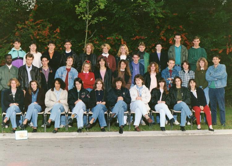 photo de classe tg2 4 1991 1992 de 1991 lyc e edouard gand copains d 39 avant. Black Bedroom Furniture Sets. Home Design Ideas