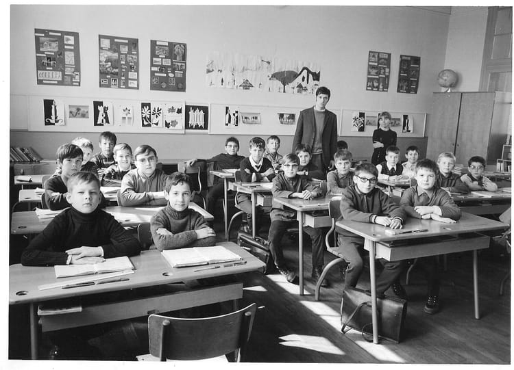 photo de classe ecole victor hugo colombes 1969 1970 de 1970 ecole v hugo copains d 39 avant. Black Bedroom Furniture Sets. Home Design Ideas