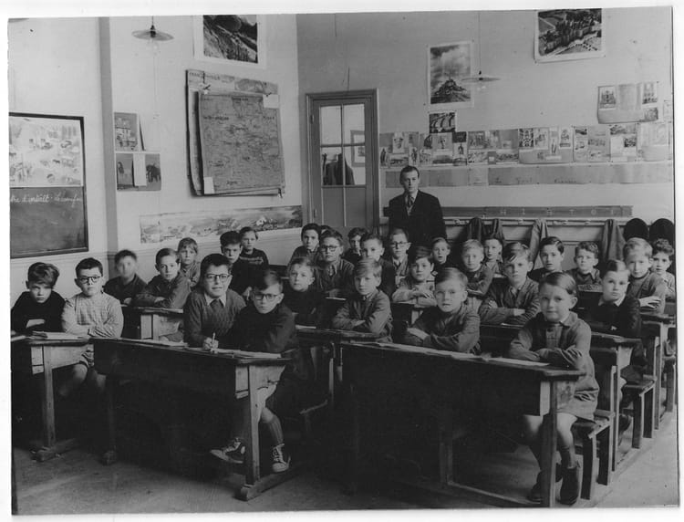 photo de classe cm1 de 1950 ecole victor hugo copains d 39 avant. Black Bedroom Furniture Sets. Home Design Ideas