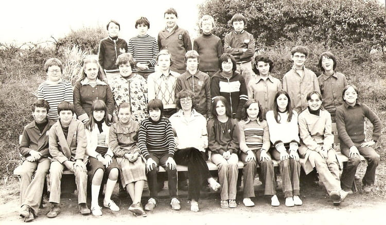 photo de classe 5e e les belleries de 1980 ecole primaire saint gervais la foret copains d. Black Bedroom Furniture Sets. Home Design Ideas