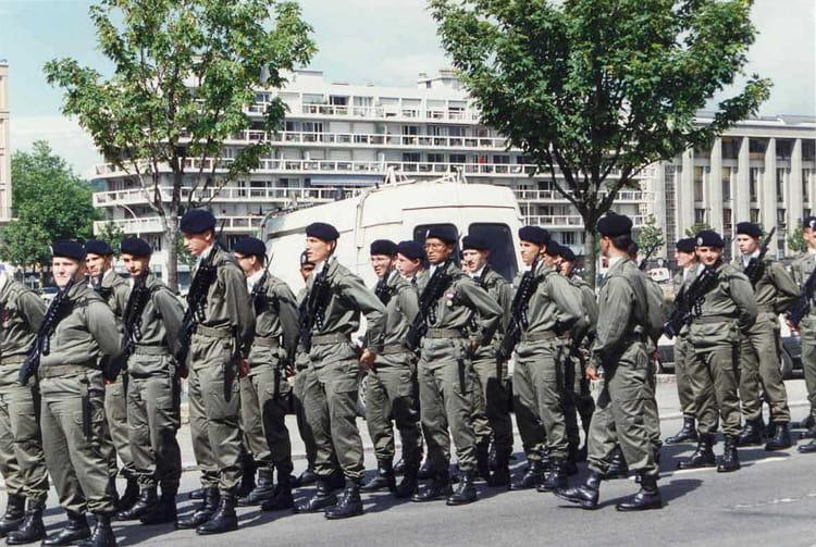 Photo De Classe Preparatif Au Defile Du 14 Juillet 1995 Au