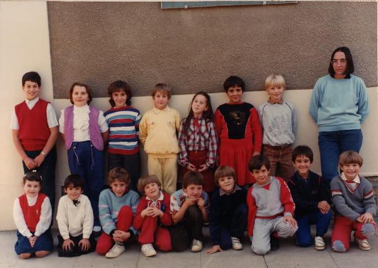 photo de classe ecole primaire de levis st nom de 1985 ecole communale copains d 39 avant. Black Bedroom Furniture Sets. Home Design Ideas