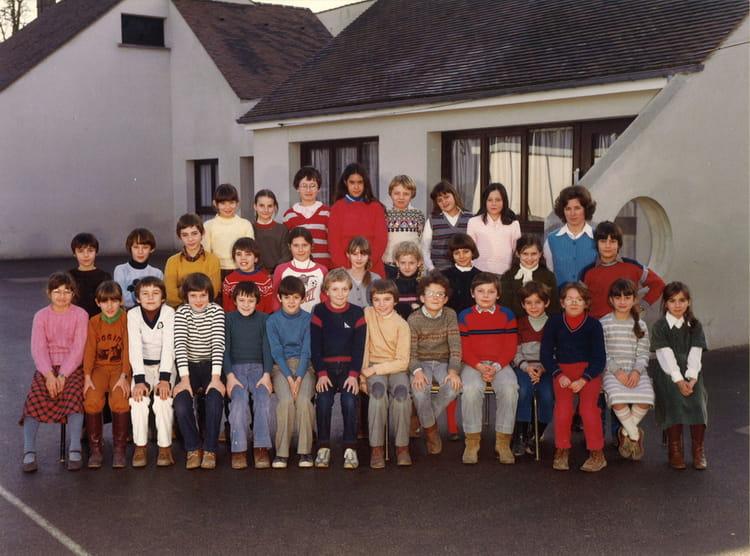 photo de classe cm1 de 1982 ecole carnot la chapelle la reine copains d 39 avant. Black Bedroom Furniture Sets. Home Design Ideas