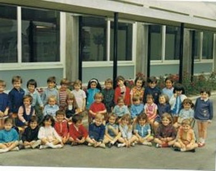photo de classe classe de maternelle 1969 1970 de 1969 ecole le bouquet montelimar copains. Black Bedroom Furniture Sets. Home Design Ideas