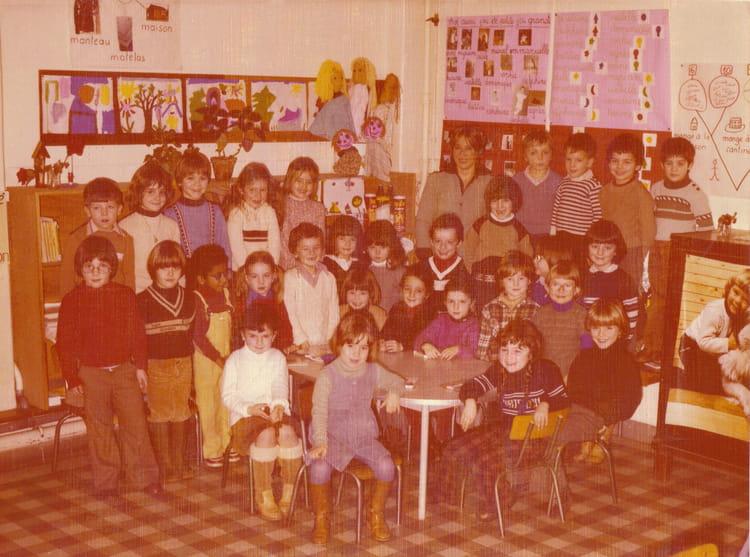 photo de classe ce1 de 1981 ecole st maur copains d 39 avant. Black Bedroom Furniture Sets. Home Design Ideas