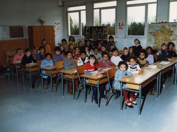 photo de classe classe de cp ann e 1980 81 de 1980 ecole groupe scolaire o charbonnier. Black Bedroom Furniture Sets. Home Design Ideas