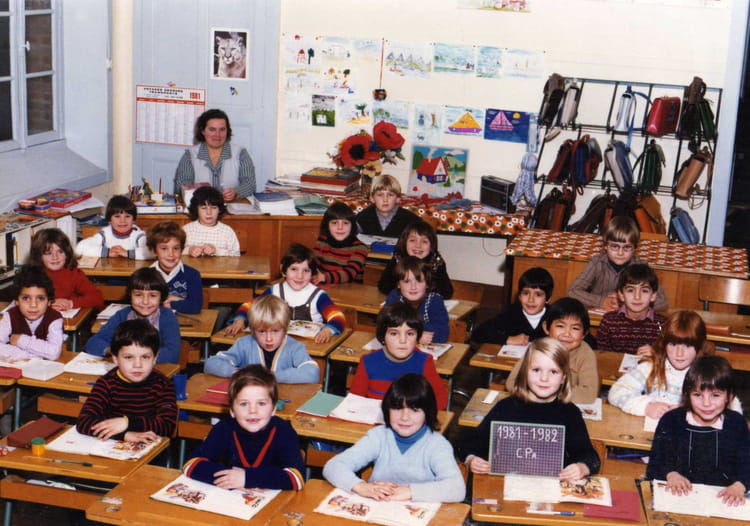 photo de classe cp de 1981 ecole claude debussy dinard copains d 39 avant. Black Bedroom Furniture Sets. Home Design Ideas
