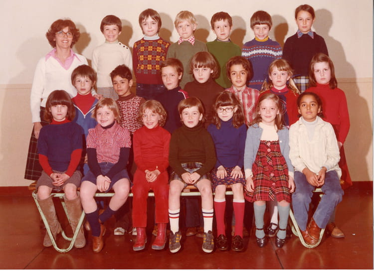 photo de classe ce1 a de 1978 ecole rue de clamart copains d 39 avant. Black Bedroom Furniture Sets. Home Design Ideas