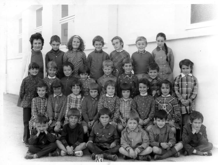 photo de classe ce1 de 1971 ecole groupe scolaire jean mace gueret copains d 39 avant. Black Bedroom Furniture Sets. Home Design Ideas