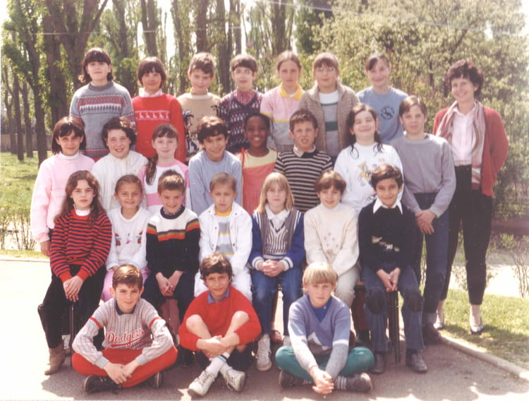 photo de classe cm1 de 1985 ecole la croix verte saint germain les corbeil copains d 39 avant. Black Bedroom Furniture Sets. Home Design Ideas