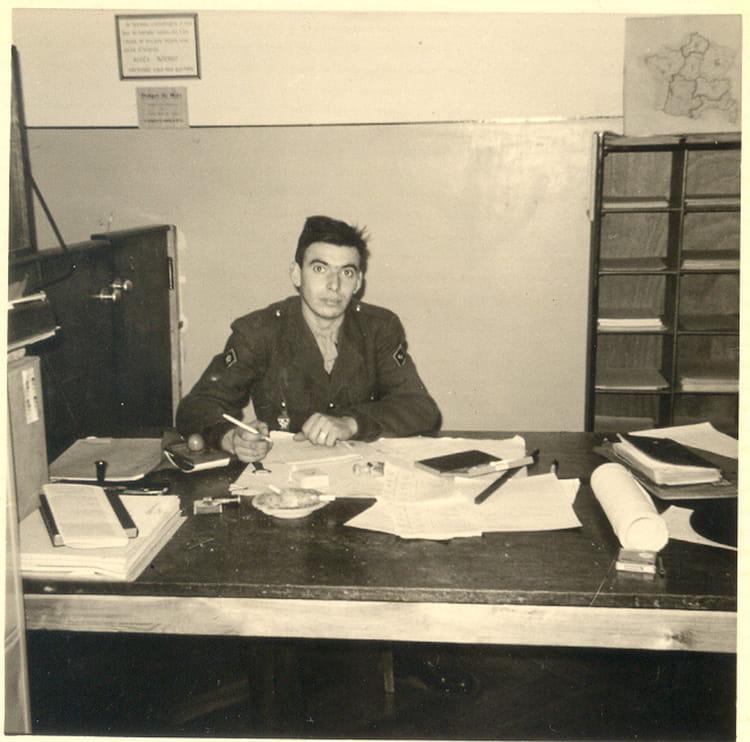 photo de classe dans mon bureau comptable de la cie de 1967 42eme rt copains d 39 avant. Black Bedroom Furniture Sets. Home Design Ideas