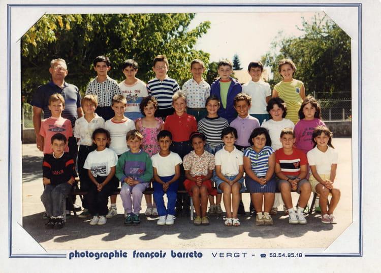 photo de classe ce2 de 1990 ecole primaire le pizou copains d 39 avant. Black Bedroom Furniture Sets. Home Design Ideas