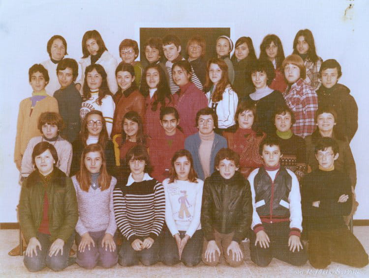 photo de classe 6e a de 1975 coll ge pont de vivaux copains d 39 avant. Black Bedroom Furniture Sets. Home Design Ideas